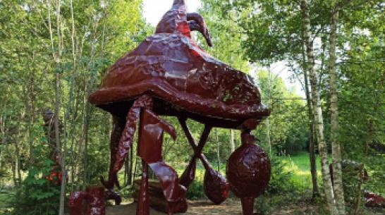 Воронежский художник создал мифологическое пристанище для фестиваля под Калугой