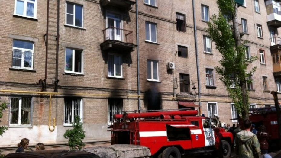 Пожарные спасли 18 жильцов воронежской пятиэтажки