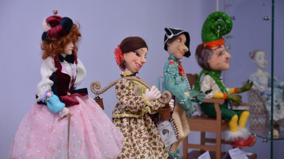 В Острогожске открылась выставка «Кукольные фантазии»