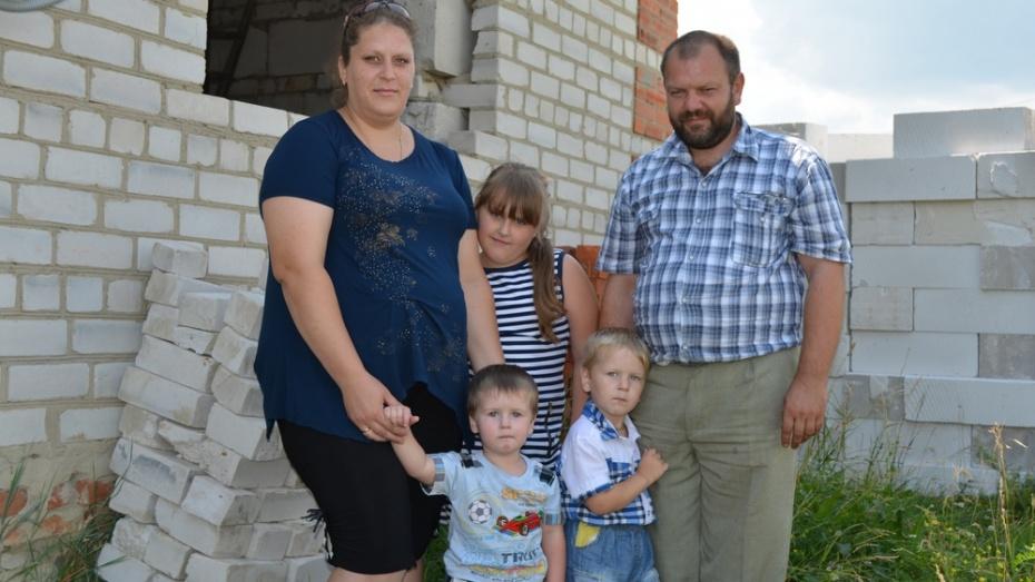 Многодетная семья из Нижнедевицка получила госсубсидию на улучшение жилья