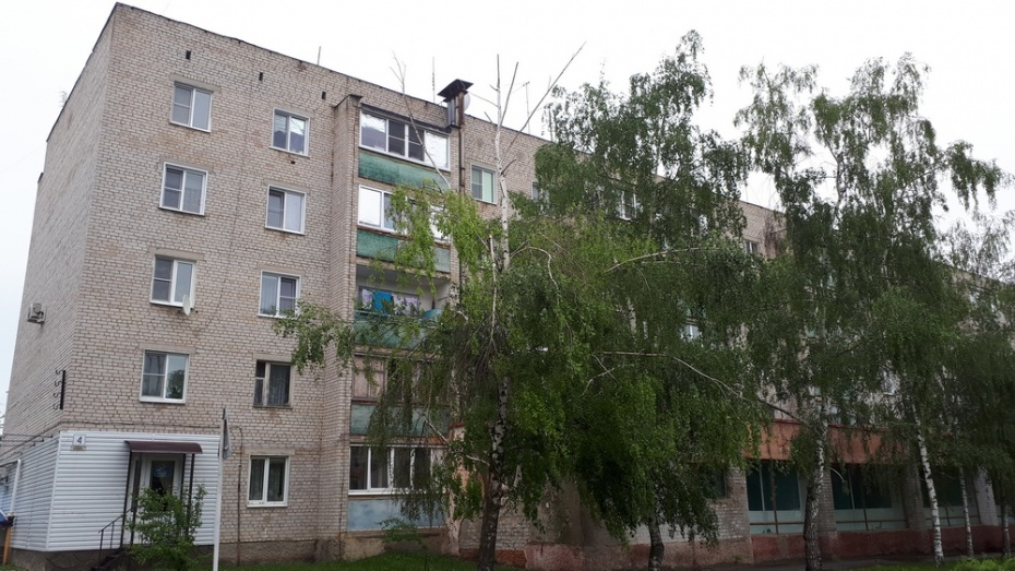 В Воронежской области 4-летняя девочка выпала из окна 2 этажа