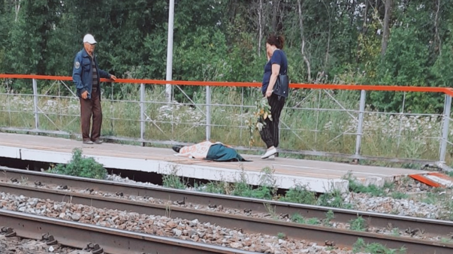 Очевидцы: поезд насмерть сбил человека в Воронеже