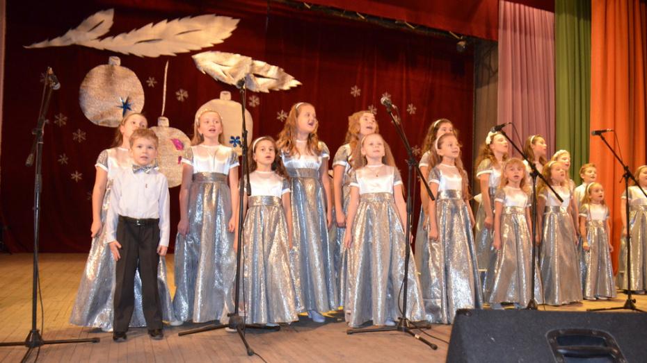 Верхнемамонцев пригласили на благотворительную рождественскую елку 12 января