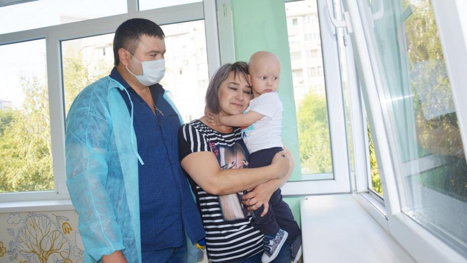 В Лисках родители больного саркомой 2-летнего мальчика вновь попросили о помощи