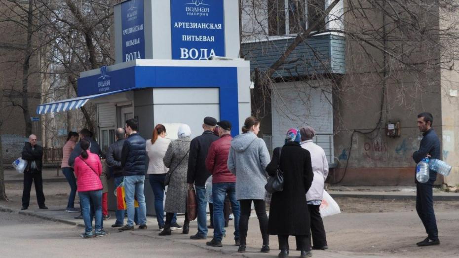 Из-за коммунальной аварии в Советском районе Воронежа выросли очереди к автоматам с водой