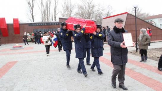 В новохоперском селе Красное перезахоронили останки погибшего под Смоленском земляка