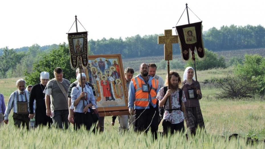 По Кантемировскому району прошел крестный ход