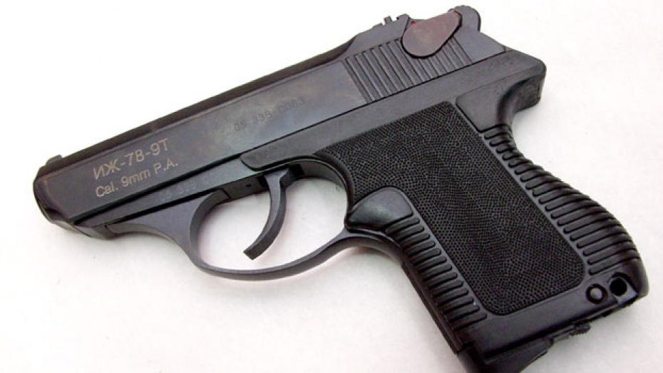В Воронеже начался суд над экс-полицейским, стрелявшим в мужчину из травматического пистолета