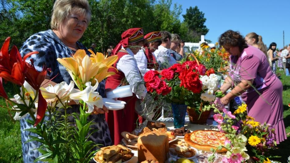 В семилукском селе отпраздновали районный день цветов