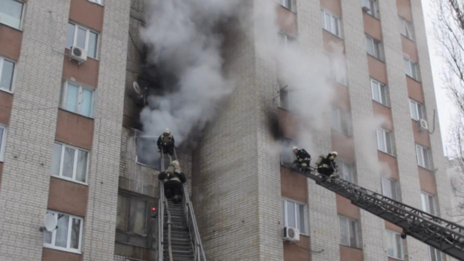Пожар вВоронежском общежитии попал вобъективы очевидцев