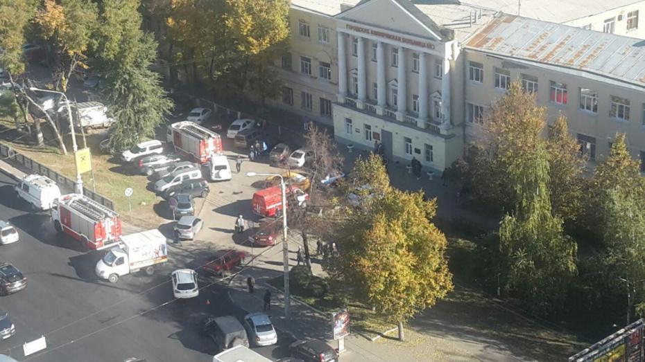 Спасатели пояснили причину скопления пожарных машин у городской больницы №3 в Воронеже