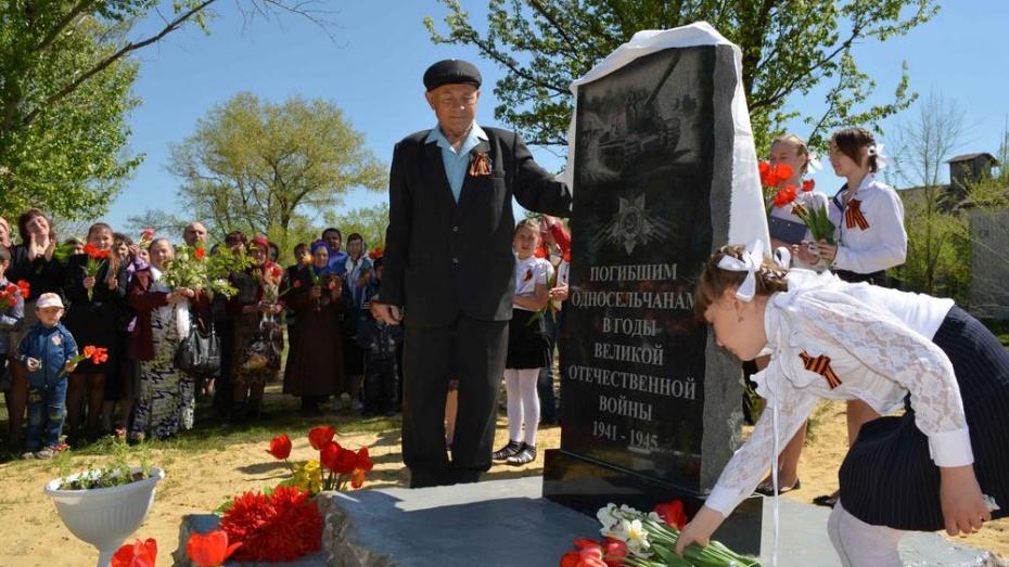 В самом отдаленном нижнедевицком селе в День Победы установили памятник погибшим землякам