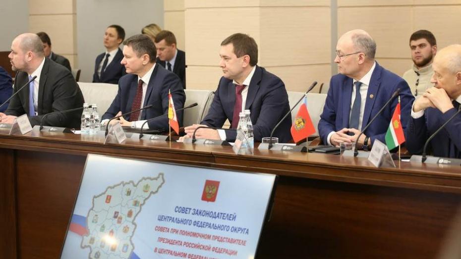 Председатель Воронежской облдумы в Москве предложил меры господдержки волонтеров