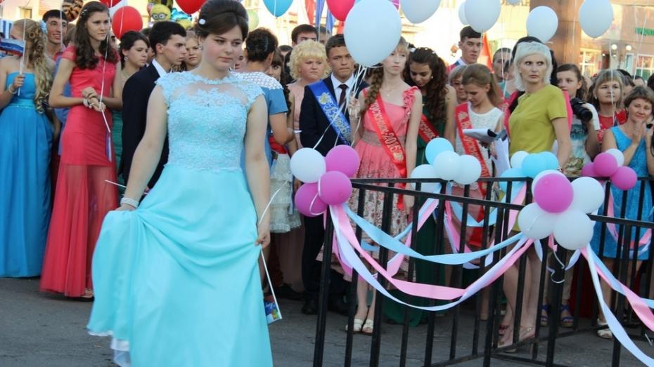 В День молодежи в Таловском районе выпускники попрощались со школой