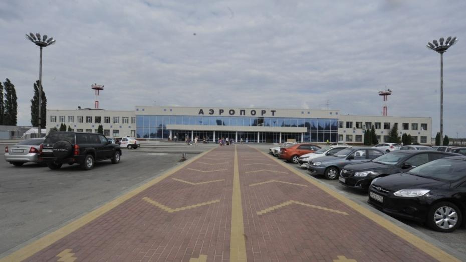 В Воронеже у самолета при взлете разбилось шасси