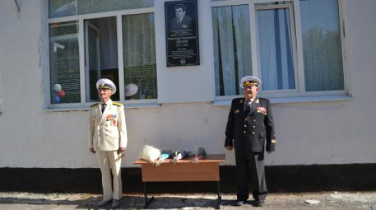 В ольховатском поселке Большие Базы установили памятную доску земляку – вице-адмиралу