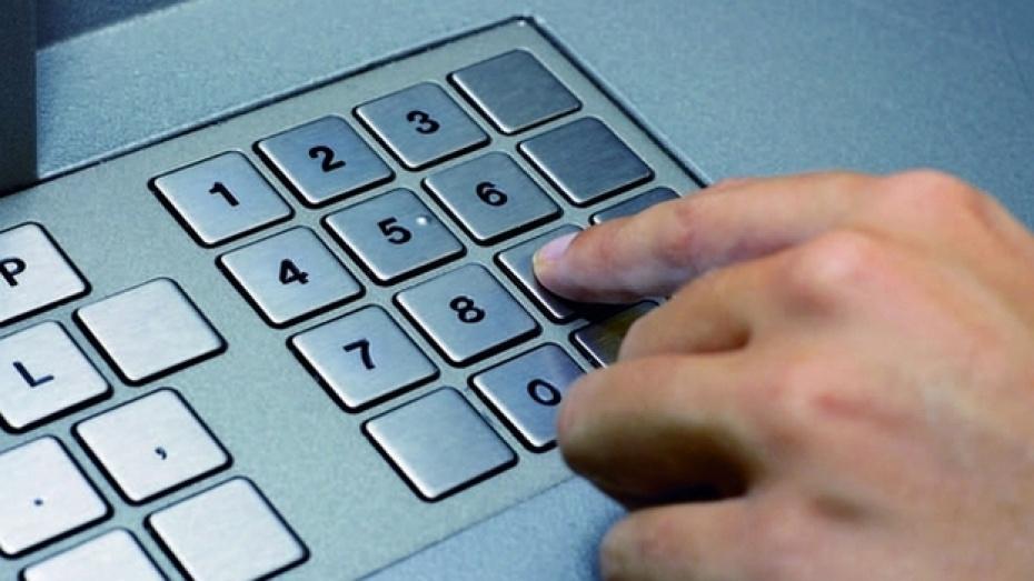 В Лисках работников предприятия без их согласия перевели на зарплатные карты другого банка