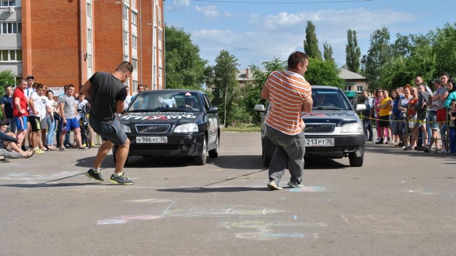 В Семилуках впервые прошли соревнования по силовому экстриму