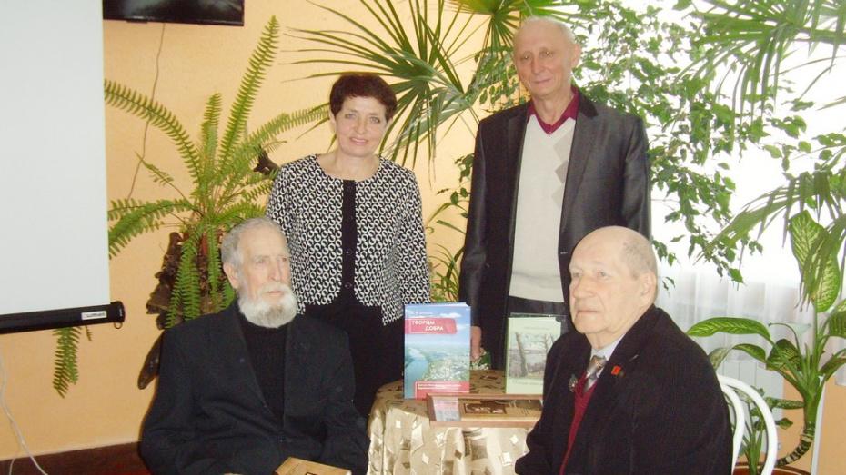 В Верхнемамонском районе двум писателям вручили премию имени Василия Белокрылова