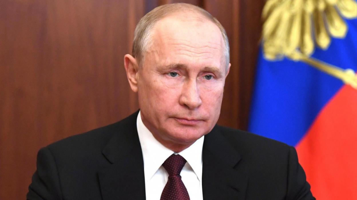 Продление выплат и налоговые изменения. О чем заявил президент Владимир Путин