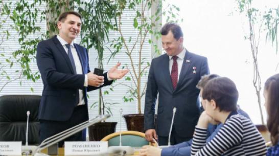 Школьники из Воронежской области пообщались с космонавтом Романом Романенко в Москве