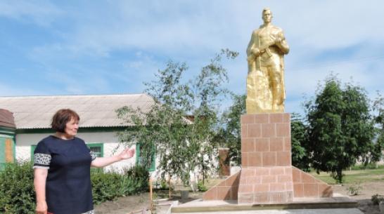 В кантемировском селе Осиковка жители отремонтировали памятник павшим воинам-землякам
