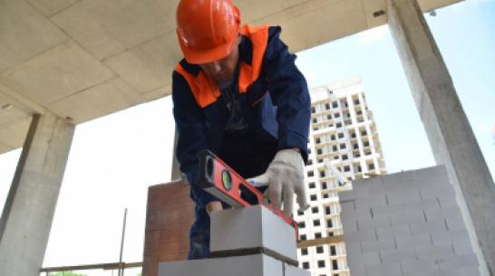 «Есть классные специалисты». В Воронеже выбрали лучших каменщика и плотника