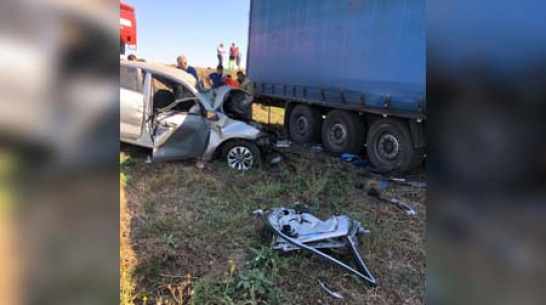 В лобовом столкновении с фурой в Воронежской области погибли мужчина и женщина