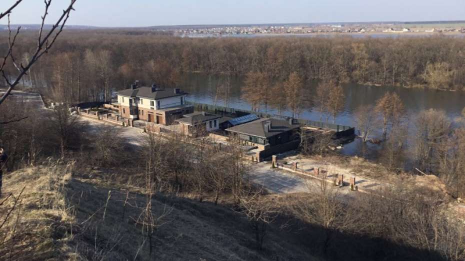 Воронежский суд заставит хозяев элитных коттеджей освободить дачникам выход к реке