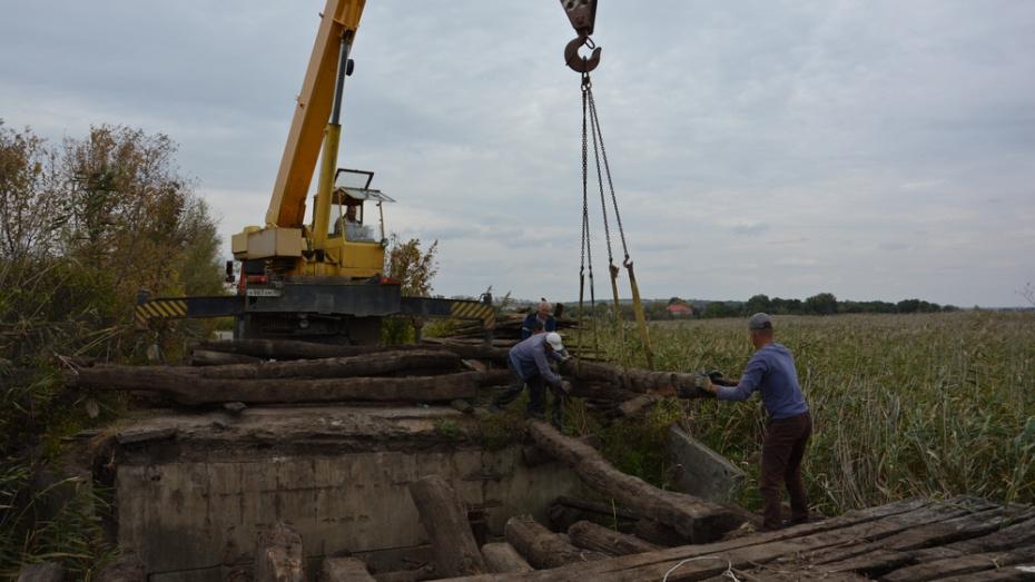 В кантемировском селе Скнаровка отремонтируют аварийный мост