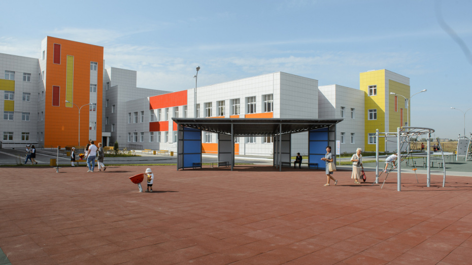 В поселке Отрадное под Воронежем открылась школа на 1224 места