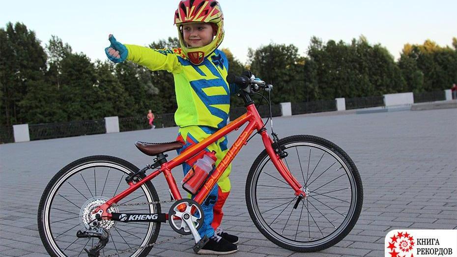 В Книгу рекордов России попал 4-летний мальчик из Воронежа за велотрюк