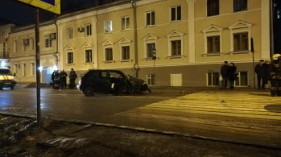 В центре Воронежа столкнулись 3 машины: 2 пострадавших