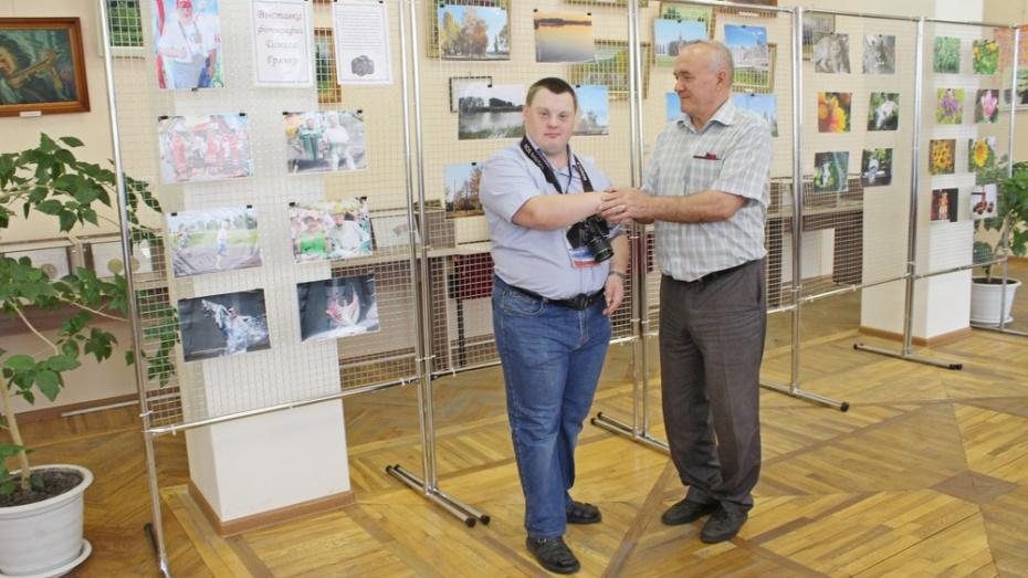 В Таловой открылась выставка фотографа-любителя Дениса Грянко