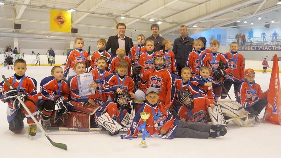 В Боброве прошел турнир по хоккею среди детских команд