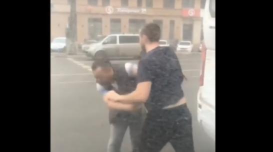Стычку двух маршрутчиков на дороге в Воронеже сняли на видео