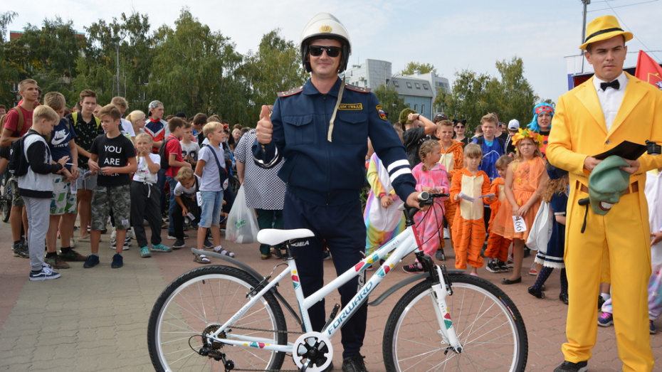 В Россоши костюмированный велопробег собрал около 700 участников