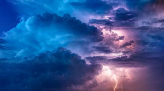 На Дне открытой астрономии воронежцы потрогают молнии