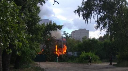На бывшем рынке «Южный» в Воронеже сгорел заброшенный ангар