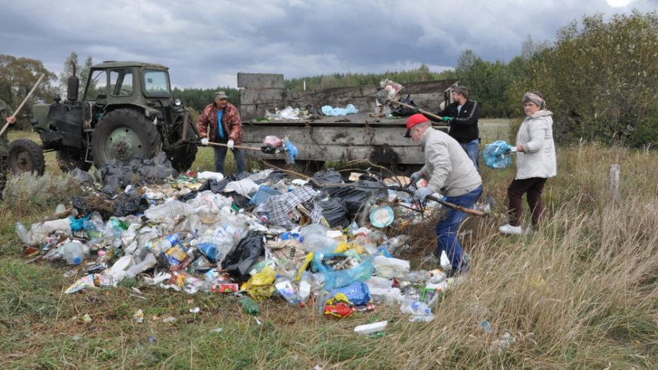 Эртильские активисты очистили пляжную зону на реке в селе Щучинские Пески