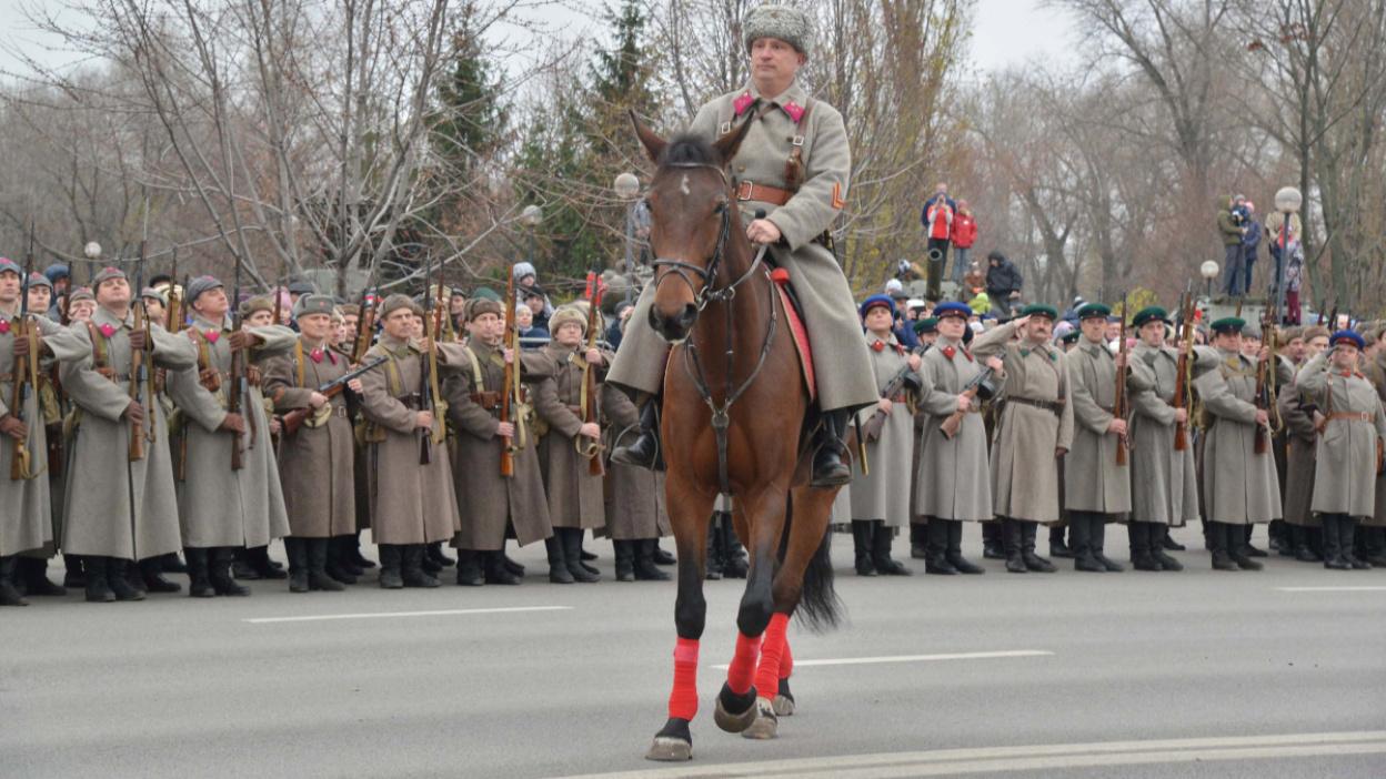 Фото РИА «Воронеж». Реконструкция исторического парада 1941 года