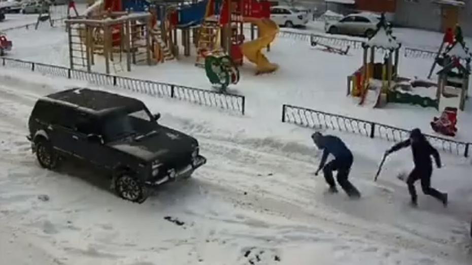 На видео попало избиение водителя битой в Воронеже