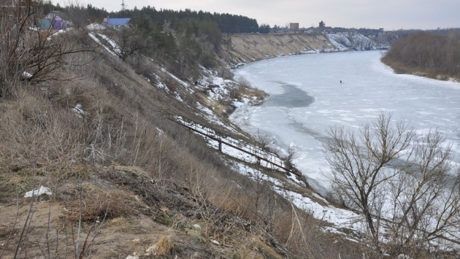 Из-за обрушения левого берега Дона дома одной из улиц Павловска могут сползти в реку