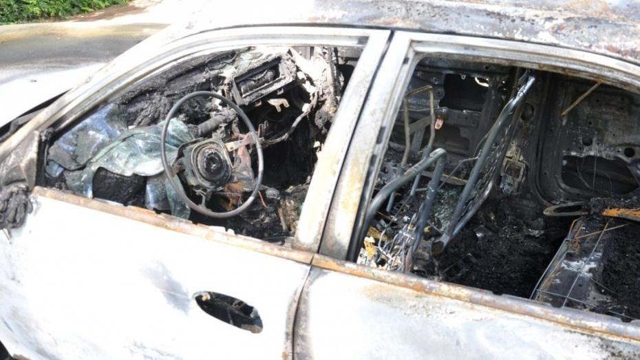 На севере Воронежа сгорела Toyota