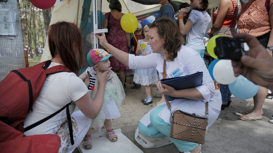 Воронежская больница провела бесплатное детское обследование под открытым небом