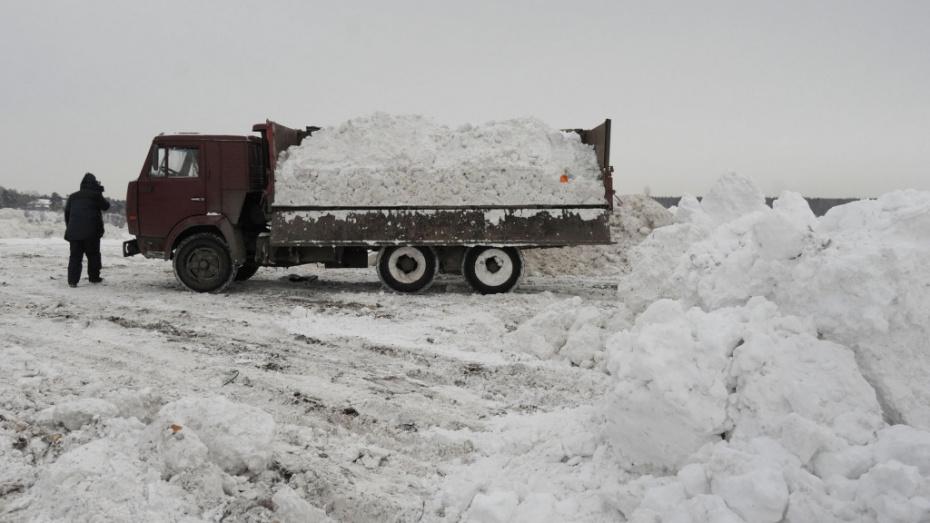 В 3 районах Воронежа нашли незаконные свалки снега