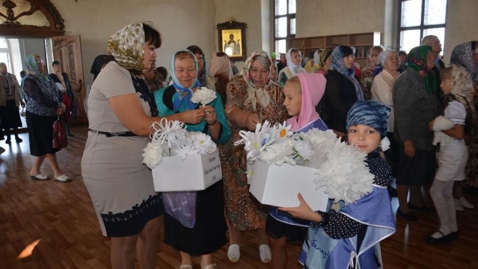 Поворинцы собрали 200 тыс. рублей в ходе акции «Белый цветок»