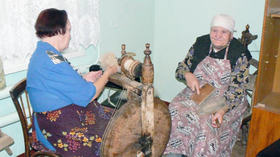Шесть лишившихся крова стариков обрели приемные семьи