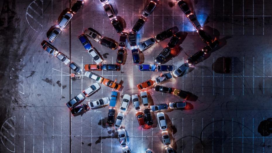Воронежские водители выстроили орден ВОВ из машин в честь Дня Победы