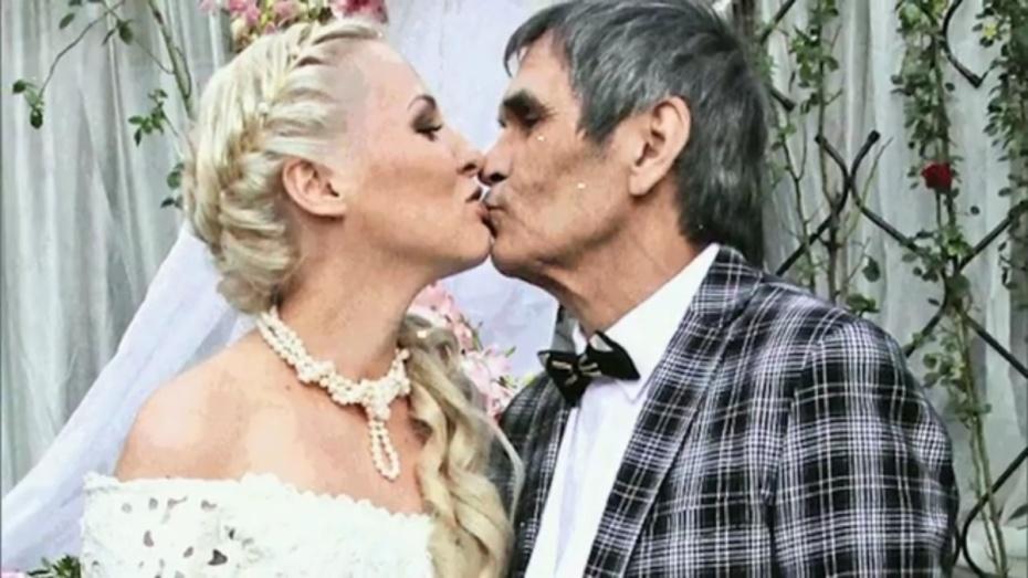 Молодая супруга Бари Алибасова родила ребенка неотпродюсера